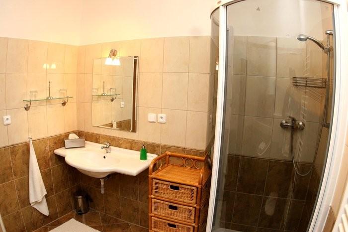 http://www.ubytovani-beskydy-bily-kriz.cz/media/fotogalerie/Koupelna.jpg